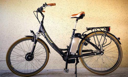 Een elektrische fiets met middenmotor